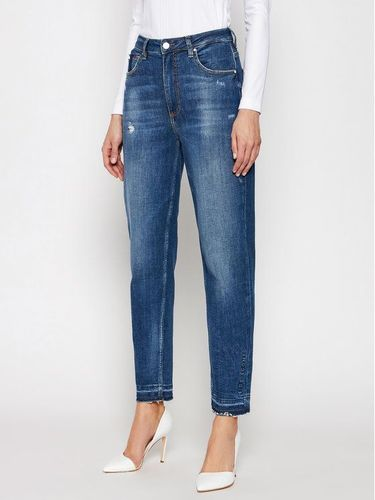 Guess Jeansy Tappered Fit Mom W1RA21 D46A4 Granatowy Tapered Fit 569.00PLN